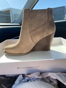 jessica simpson boots 6.5- New In box.