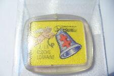 RARE  JOLI  PENDENTIF  CROIX DE LORRAINE - PUBLICITAIRE   !! (code 388)