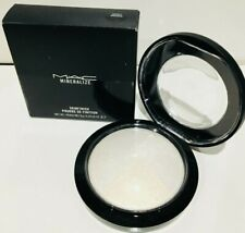 MAC MINERALIZE SKINFINISH   BARELY DRESSED