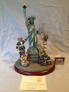 Vanmark Red hats United we stand Figurine