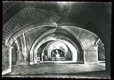 30  SAINT GILLES  allee centrale de la crypte   (16)