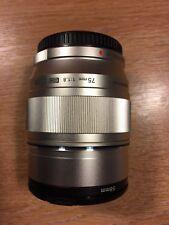 * Comme neuf * Olympus M. Zuiko NUM ED 75 mm f1.8 y compris JJC LH-J61F Lens Hood