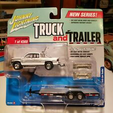 JOHNNY LIGHTNING TRUCK AND TRAILER 1996 DODGE RAM WITH CAR TRAILER WHITE/SILVER.