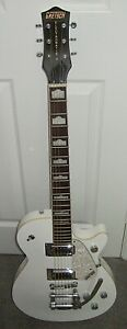Gretsch Electromatic guitar with Bigsby, superb condition, just one lacquer chip