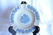 Cendrier en biscuit Anglais, Wedgwood, décor antique