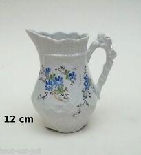pichet à lait en porcelaine décoré bleu et or, bord et ance travaillés, broc  G9