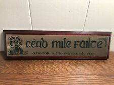 """Cead Mile Failte Irish Gaelic Wall Plaque """"A 100,000 Welcomes"""" Brass/Wood"""