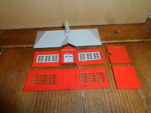 PLASTICVILLE HO SCALE SCHOOL HOUSE KIT (NO BOX)