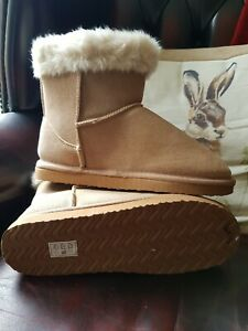 Tan fur lined Ankle boots size 5/6