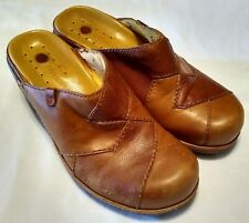 Clarks UN Structured Womans Size 6 Clogs Mules Slip On Tan / Brown Leather Shoes