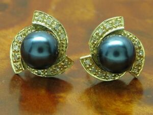 14kt 585 Yellow Gold Earrings with Freshwater Pearls & 0,12ct Diamond Trim /