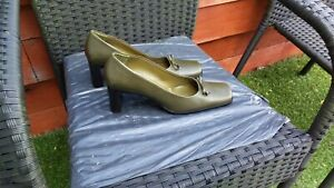 WORN ONCE LADIES OLIVE GREEN LEATHER COURT SHOES BY LORBAC SIZE 6.5