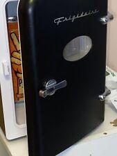 Frigidaire Portable Retro Mini 9 Cans - Skincare Mini Fridges Black