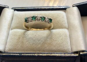 Beautiful Quality Ladies Hallmarked Solid 18 Carat Gold Diamond & Emerald Ring