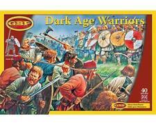 Gripping Beast: Dark Age Warriors/Guerrieri of the'Period Oscura 40 Miniatures