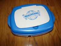 WDW WALT DISNEY COMPANY WORLD OF DISNEY CAST EXCLUSIVE LUNCH BOX WITH ICE PACK