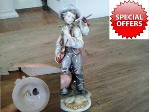 Porcellana di Capodimonte pescatore bambino in porcellana