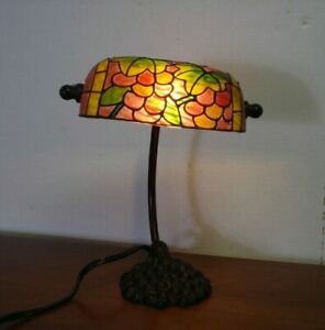 VTG TIFFANY STLYE FAUX STAINGLASS SHADE BANKERS DESK PIANO LAMP CAST BASE GRAPES
