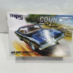 MPC 1969 Dodge Charger R/T Country 1:25 Scale Model Kit Sealed MPC878M  READ