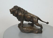 stehender Bronze Löwe auf Sockel Skulptur 48 cm signiert György Vastagh 20. Jh.