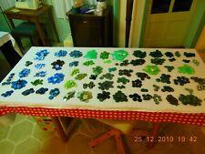 Lot de plusieurs centaines de boutons de taille matiere et couleur differente