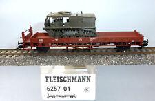 Fleischmann 525701; Niederbordwagen DB mit Militärfahrzeug unbespielt OVP /F975