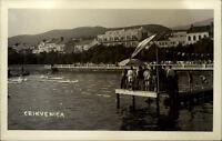 Crikvenica Kroatien alte Postkarte ~1950/60 Strandbad Blick auf Hotel Personen