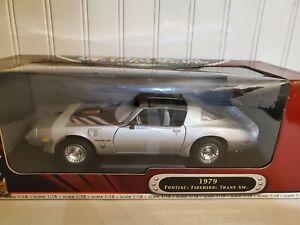 Road Signature 1979 Pontiac Firebird Trans AM 1:18 Scale Diecast Model Car