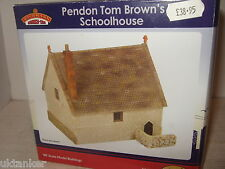 New Bachmann Scenecraft 44-156 Pendon Tom Browns Schoolhouse in OO Scale.