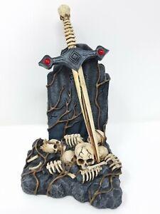 "Rare Nemesis Now Gothic ""Spoils of war"" grave skulls tomb statue Ornament 19 cm"