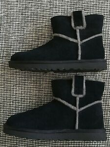 UGG Classic Mini Spill Seam Boots Black Suede Leather Gray Fur Women Size 9 NEW
