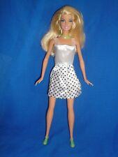 Barbie Rubia con un traje de verano ~ pierna recta Arm & Tipo