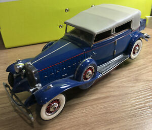 1:24 Diecast 1932 Cadillac Two Tone By Franklin Mint Partly Damaged