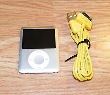 Genuine Apple 4GB Silver iPod Nano (A1236) 3rd Generation w/ USB Cable Bundle