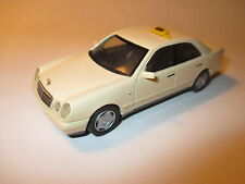 Mercedes W 210 E Klasse Class 220 CDi creme Taxi taxa taxis Germany, Herpa 1:43