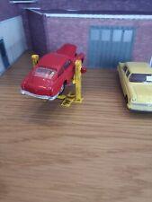 Hydraulic 2 Post Car Lift 1:43 Scale for Diorama Garage / Workshop