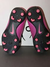NIKE CLEATS SOCCER SIZE 10c CLEAN AND BEAUTIFUL! AWESOME CONDITION!