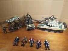 Figuren, Actionfiguren Sammlung/ Konvolut ähnlich G.I. Joe, mit Fahrzeugen