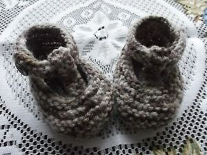 HAND KNITTED  BABY SHOES / BOOTIES 3-6 MONTHS