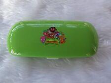 Usado-Moshi Monsters Gafas Caso Plástico Verde-procede a obras benéficas