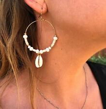 Boucles d'oreilles créoles en coquillages cauris et perles- Collection été 2019
