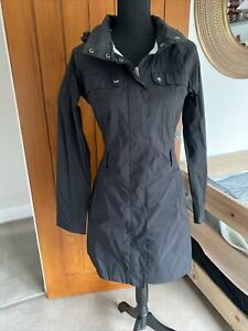 The North Face Ladies Black windbreaker spring summer Raincoat Size Small