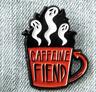 Cafeína Fiend Ghost Pin Esmalte Insignia Taza de Café