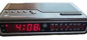 Vintage GE General Electric Digital Alarm Clock Radio - Woodgrain Model 7-4612B