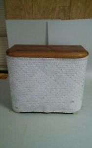 001B Vintage White Wicker Clothes Hamper Wood Lid Top 20x16.5x11
