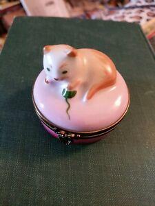 VINTAGE LIMOGES CASTEL PEINT MAIN CAT W YARN BALL HINGED TRINKET BOX ~ FRANCE