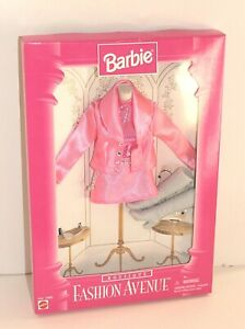 Pink Mini Skirt Suit Boots Barbie Boutique Fashion Avenue Outfit NRFB 1996 💝