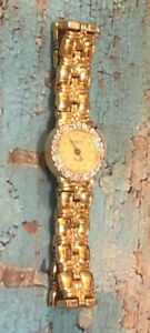 Vintage Elite Wittnauer Round Diamond Bezel Gold-Tone Dainty Womens Watch