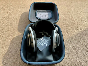 Sennheiser HD-800 Over the Ear Headphones Silver with new case, new cable HD800