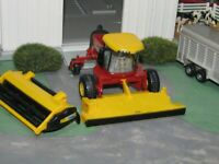 H8060 NEW HOLLAND COMBINE W/2 HEADS 1/64 DIECAST ERTL NEW W/O BOX, RARE